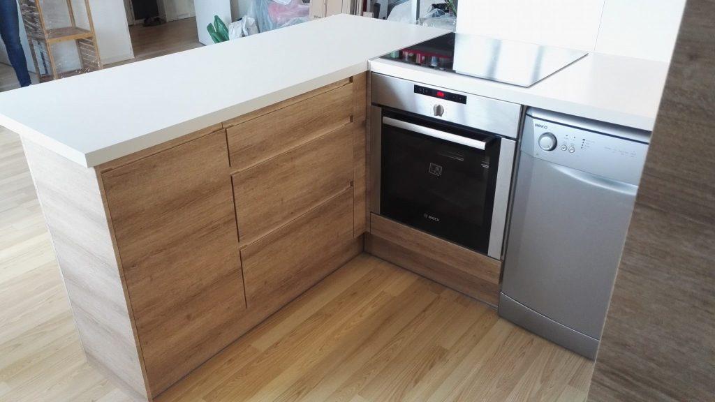 Cuisine plan de travail blanc fa ade bois noisy toochevoo pose de cuisine et salle de bain - Pose cuisine conforama ...